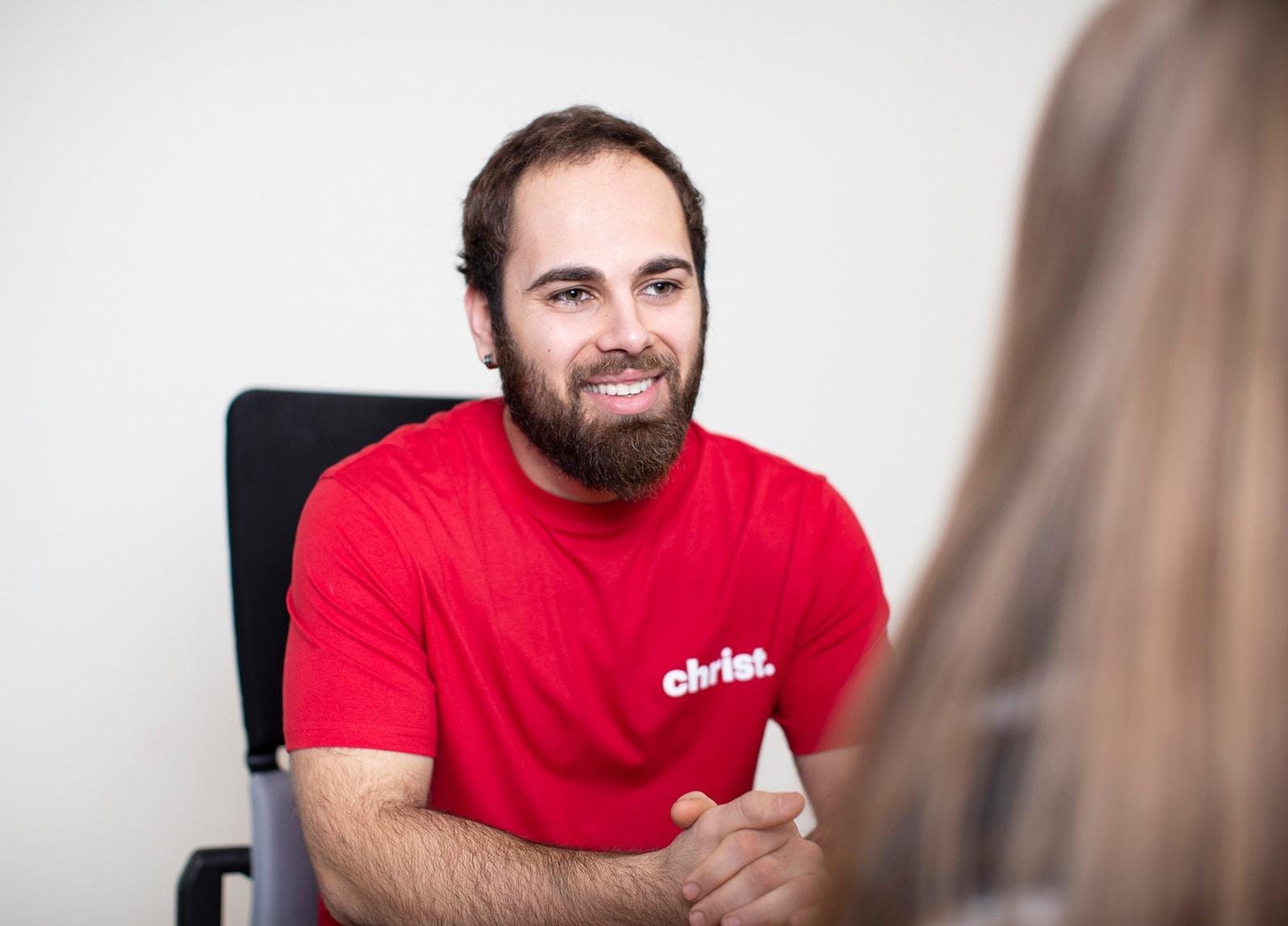 Christ Logistik Karriere - Mitarbeiter am Schreibtisch