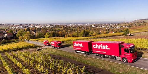 Christ LKWs auf Landstraße bei Inlandsumzug